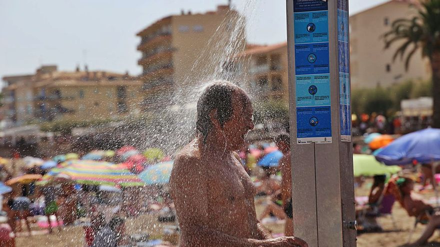 L'efecte «onada de calor» frega l'aforament complet a les platges