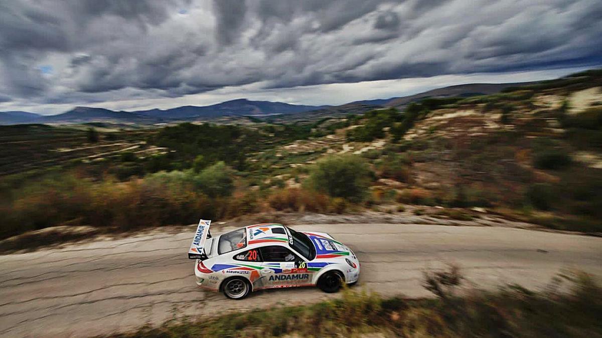 Un momento del 26º Rallye de La Nucía conquistado ayer por «Cohete» Suárez.