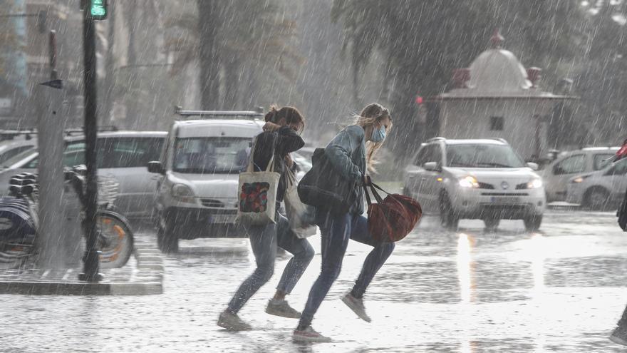 El tiempo en Valencia hoy: Lluvias torrenciales con tormenta y desplome de las temperaturas