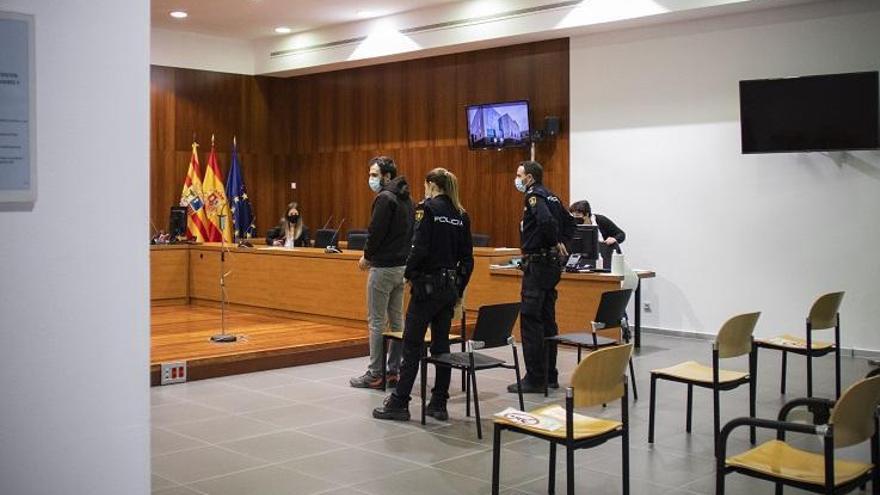 Absuelto el joven que amputó el pene a su compañero de piso en Zaragoza