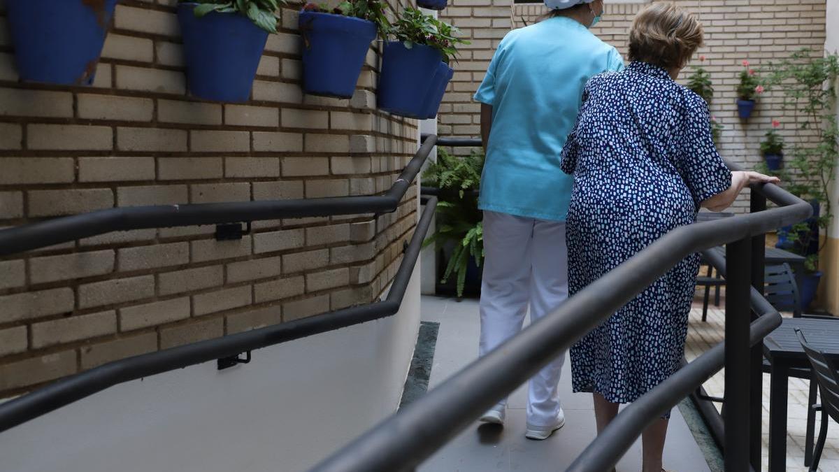 """Las residencias consideran """"arriesgado"""" dejar salir a los mayores unos días durante la Navidad"""