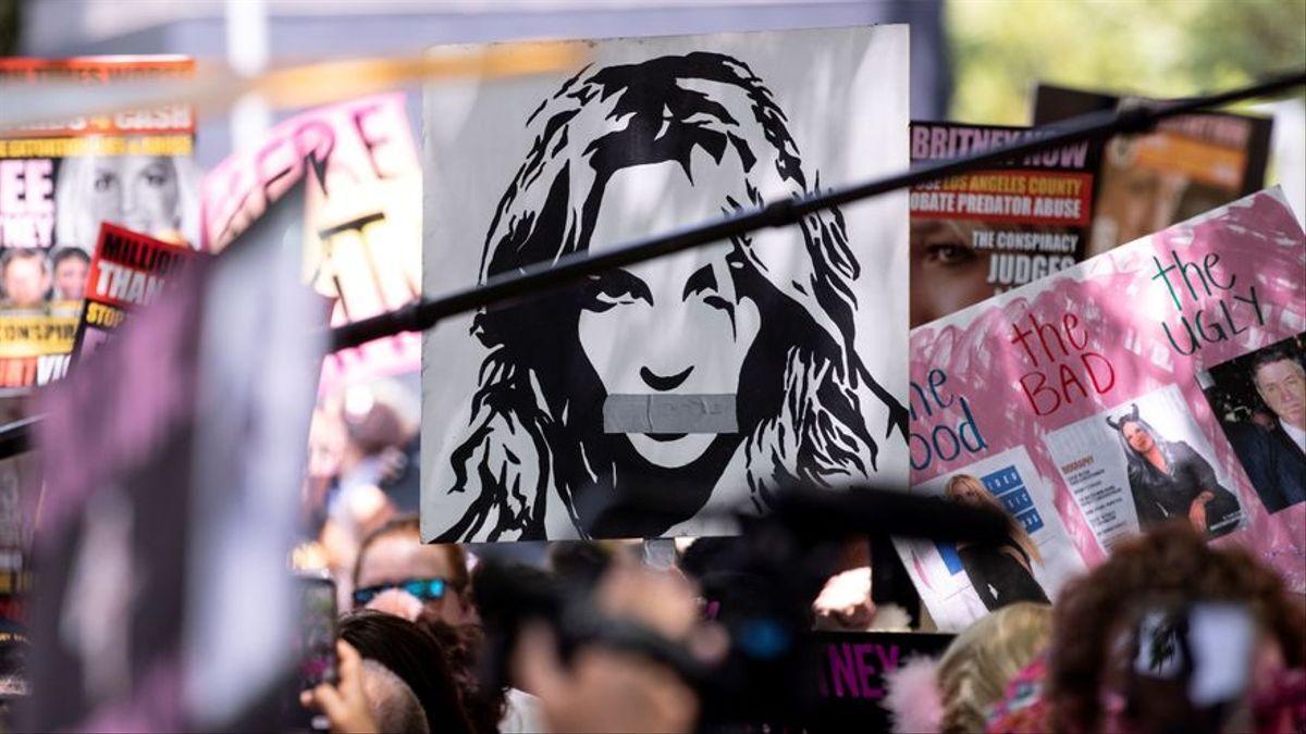 Protesta por la libertad de la cantante.