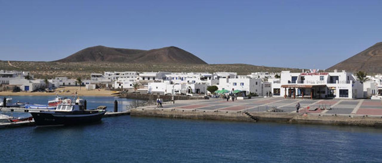 Vista panorámica de Caleta de Sebo en la isla de La Graciosa