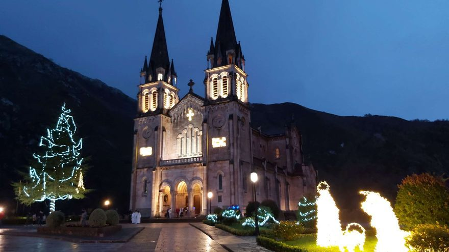 Inaugurado el artístico alumbrado navideño del real sitio de Covadonga