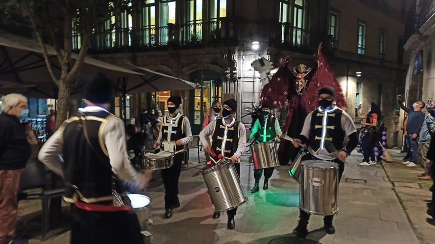 Brujas, zancudos y batucada para celebrar un Samaín atípico en Vigo