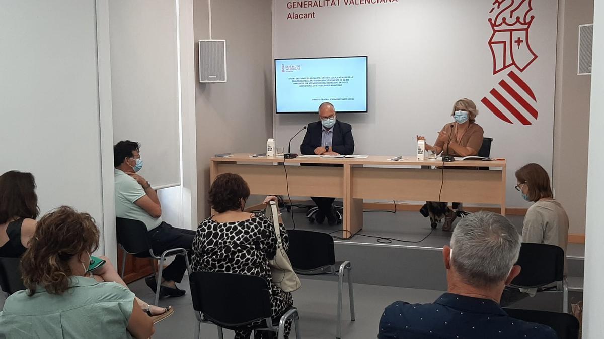 Reunión de Such y Antonia Moreno con los alcaldes