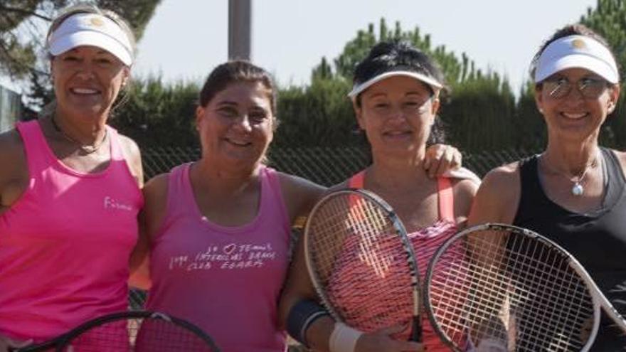 Les veteranes fan tennis social  a la tretzena edició de l'Isa Muro