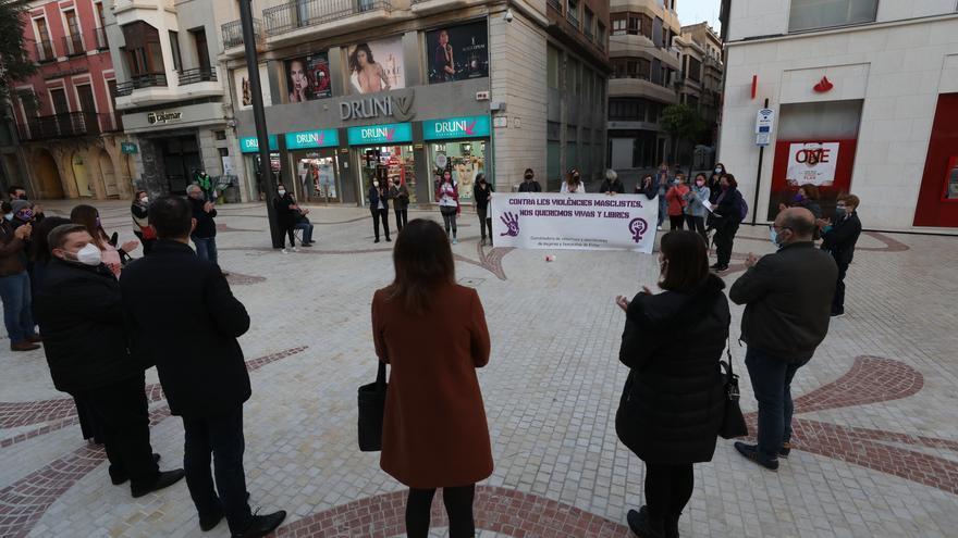 Convocatoria en Elche por las 27 mujeres asesinadas este 2021