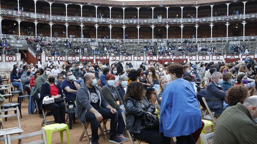 Las mejores fotos de los conciertos del Metrópoli: Rozalén, Taburete, Hombres G y muchos más llenan la Plaza de toros de Gijón.