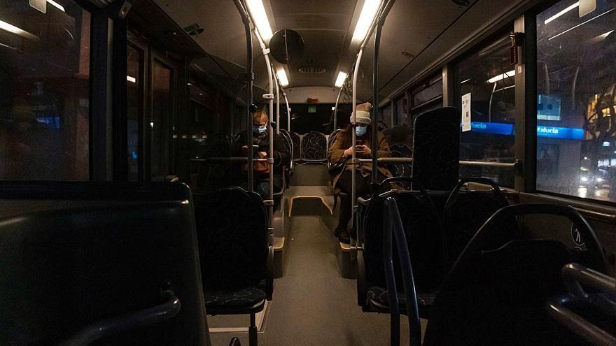 """Restricciones en Zamora   El bus """"fantasma"""" que circula tras el toque de queda"""