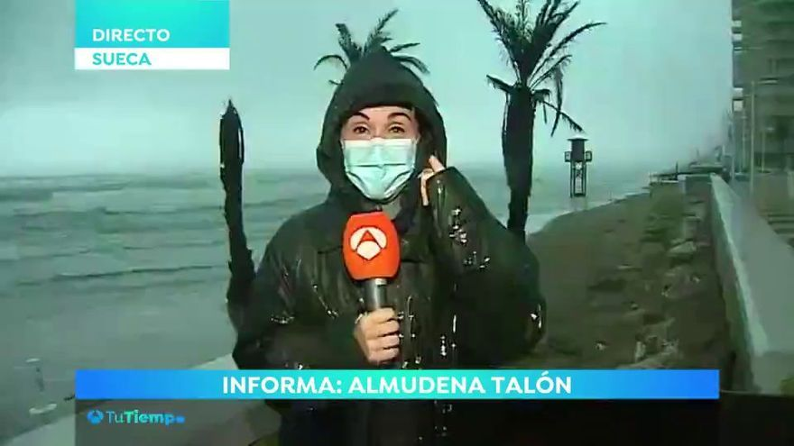 """El directo de """"alto voltaje"""" de una reportera de Antena 3 durante la tormenta en Sueca"""