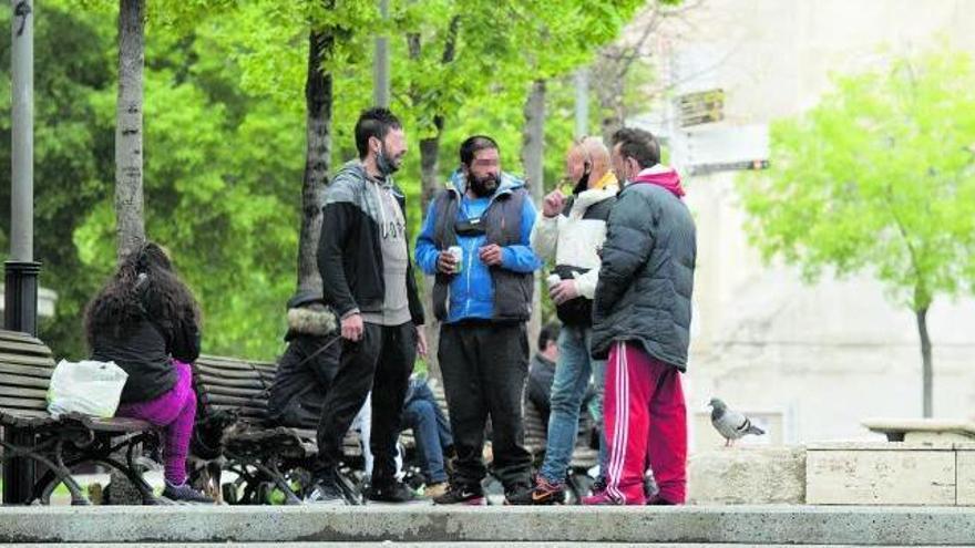 Un grup de borratxos crea malestar al carrer Alfons XII i a Sant Domènec
