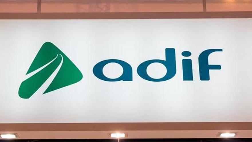 Adif licita mejoras en centros de control de tráfico asturianos