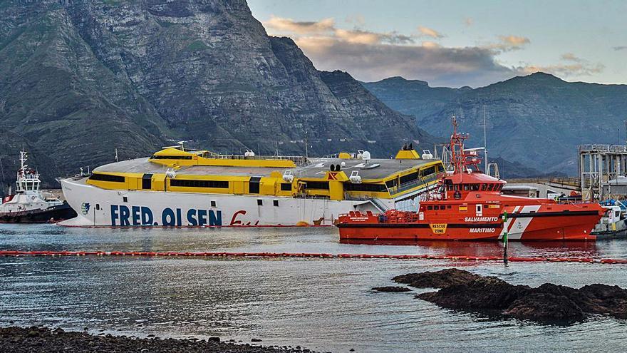 """Fred. Olsen inicia """"una reparación de fortuna"""" del barco para llegar a Astican"""