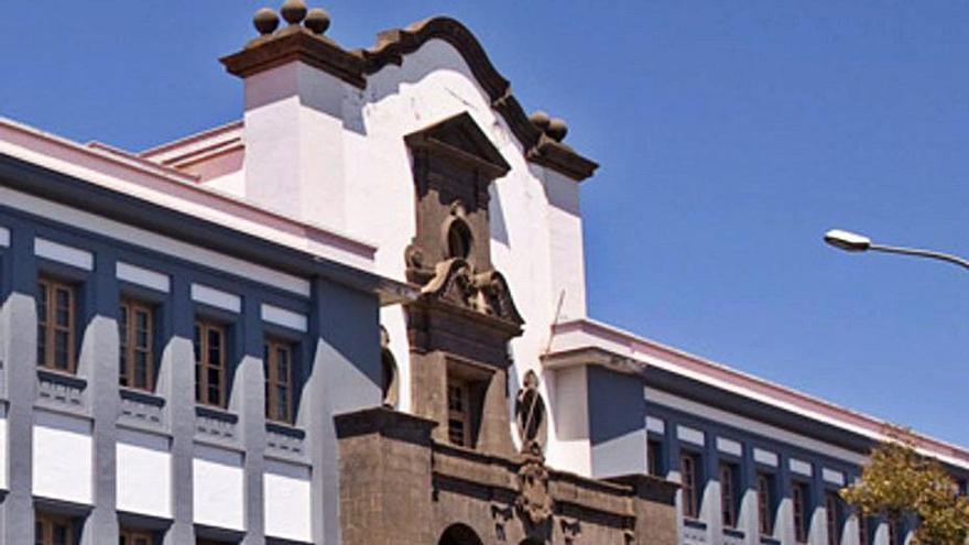 Edificio Central de la ULL.