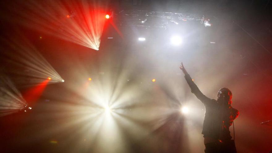 Editors celebran en Benidorm los 10 años de Low Festival