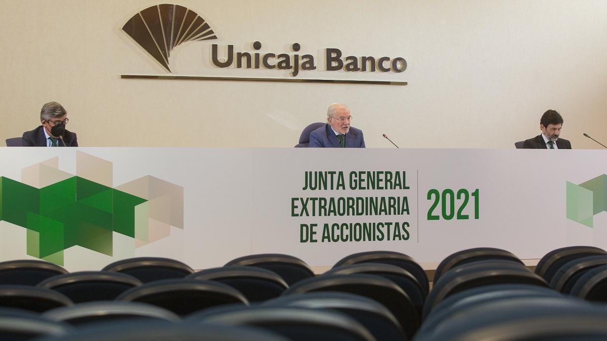 El presidente de Unicaja Banco, Mauel Azuaga, en la junta general extraordinaria de accionistas de este miércoles, 31 de marzo.