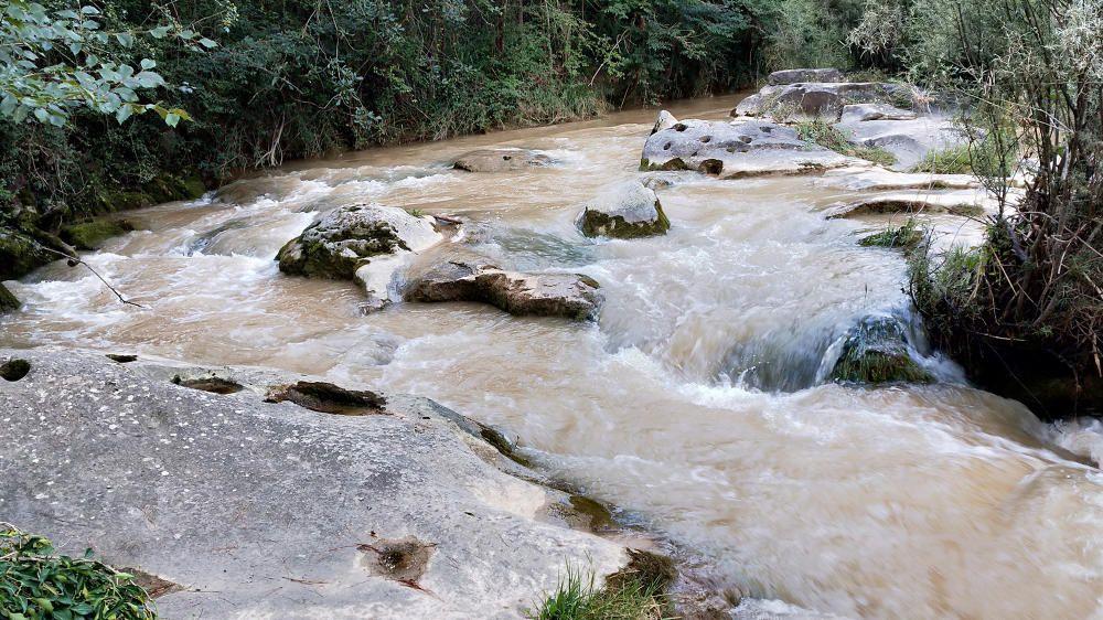 L'aigua d'Ora baixant amb força.