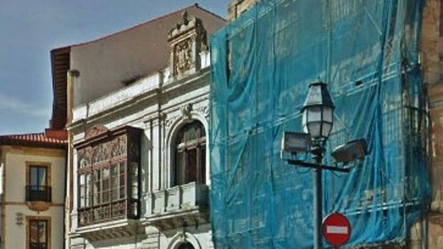 Derrumbes en el solar de la histórica Casa de los Llanes, en la plaza de la Catedral
