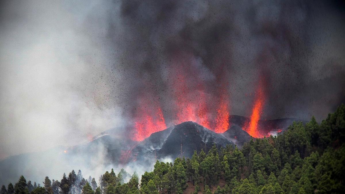 Erupción volcánica: La lava sigue fluyendo en La Palma