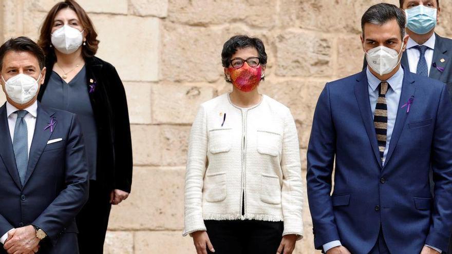 """Sánchez y Conte exigen a la UE """"una distribución equitativa"""" de los migrantes"""