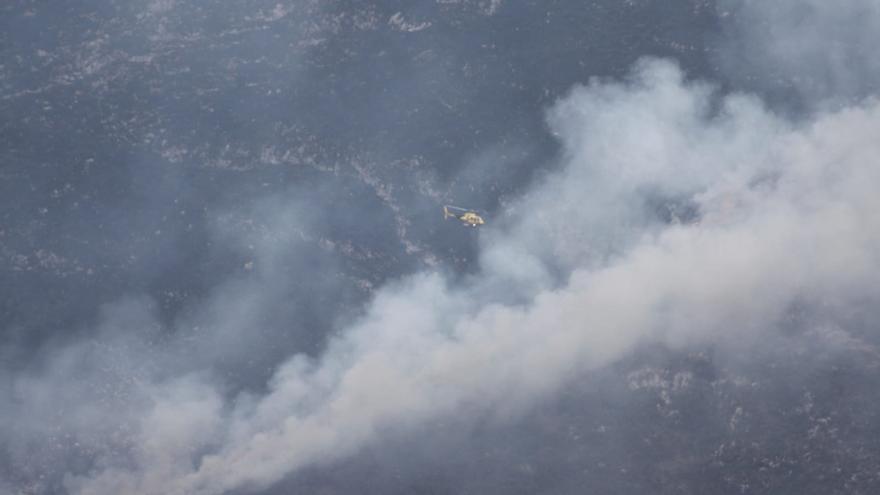 Ocho nuevos fuegos elevan a más de 60 los espacios arrasados en Semana Santa