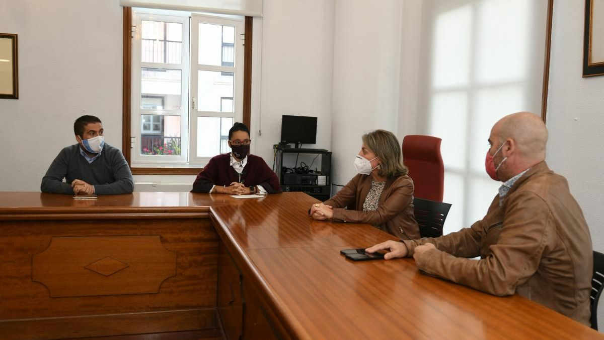Un momento de la reunión de hoy, en el salón de plenos. // G.Santos