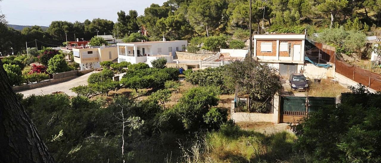 Una vista de viviendas en la partida de Bonilles de Sagunt.   DANIEL TORTAJADA