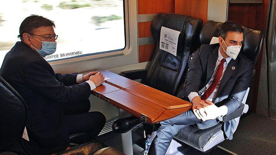 Ximo Puig, junto a Pedro Sánchez, en su visita a la provincia en febrero. | INFORMACIÓN