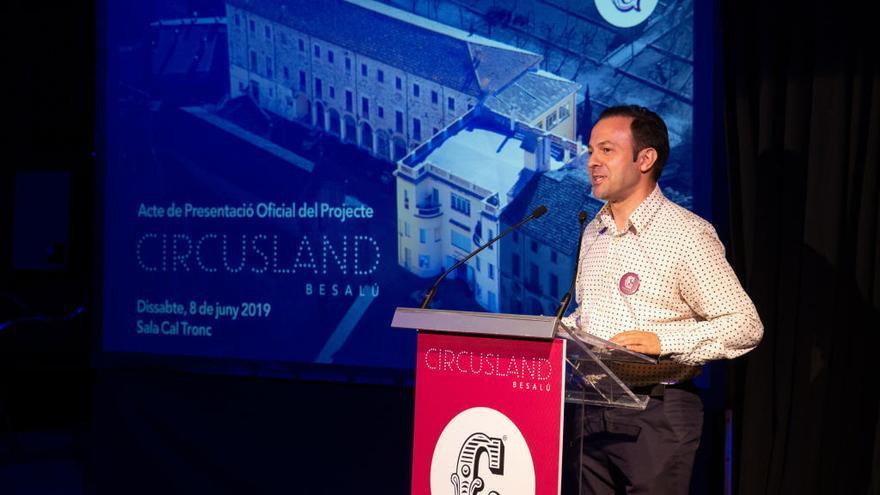Genís Matabosch genera expectació a Besalú en la presentació de Circusland