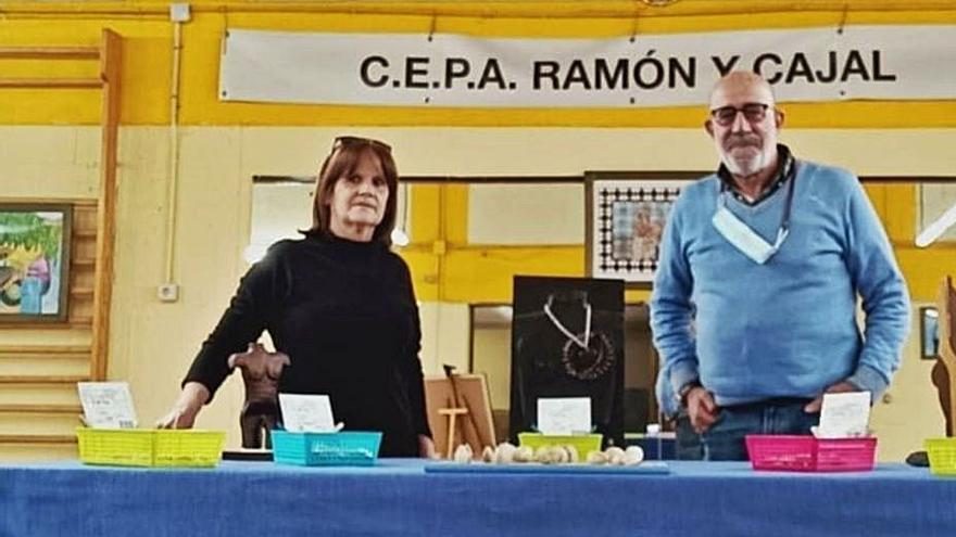 El toresano Francisco Pérez ensalza en una exposición la labor de las mariscadoras