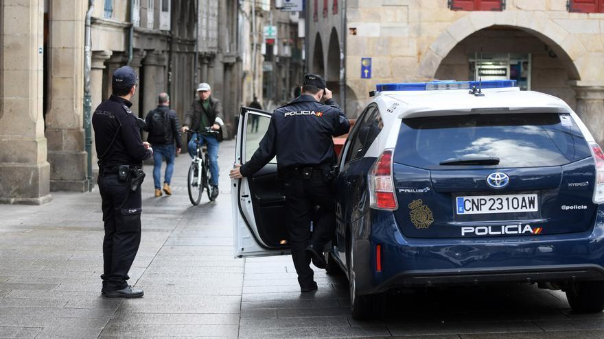 Detenido tras dañar varios vehículos estacionados en la calle