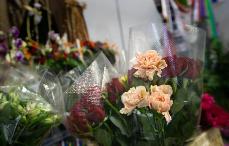 Primer día de la exposición de flores y plantas de las Fiestas de Mayo en el Recinto Ferial de Santa Cruz de Tenerife