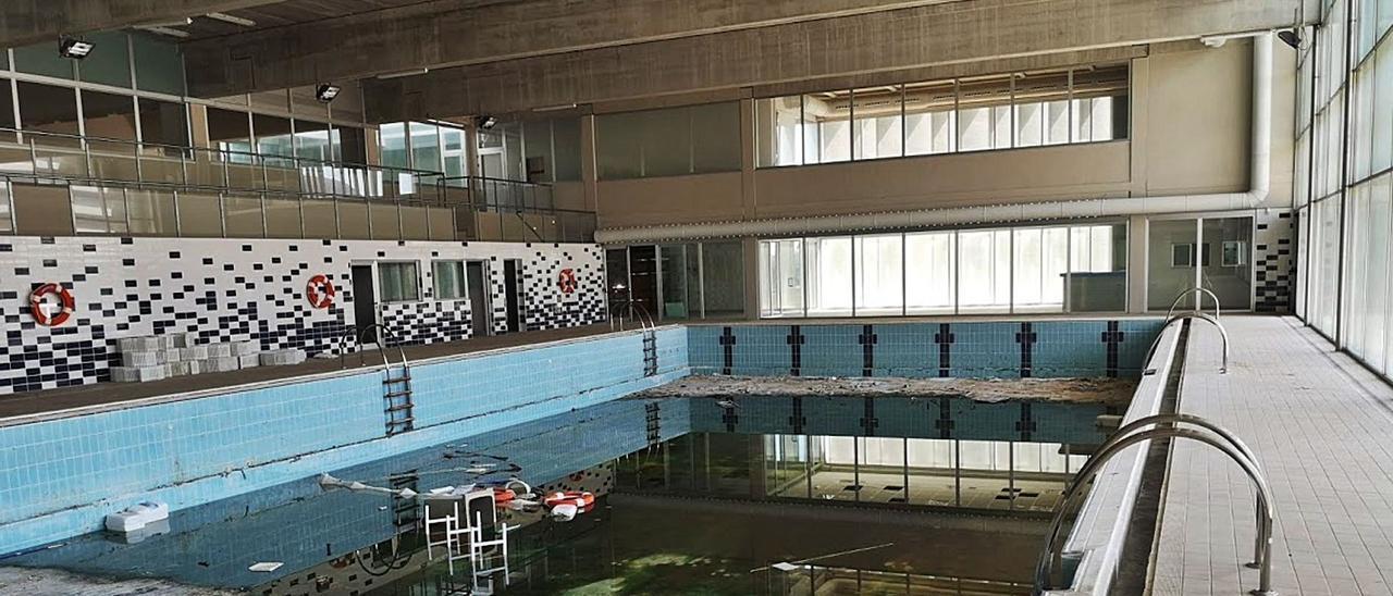 Diez años con la piscina cubierta sin abrir | LEVANTE-EMV