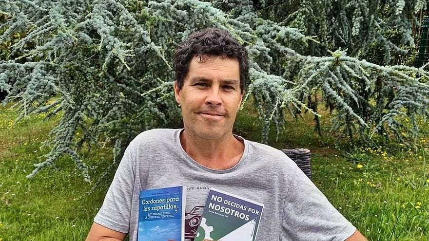 El escritor ovetense que lucha por una vida independiente para las personas con diversidad funcional