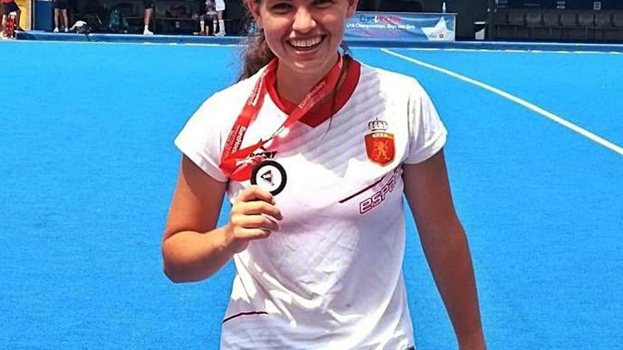 Paula Fernández conquista la medalla de plata del Eurohockey sub 18