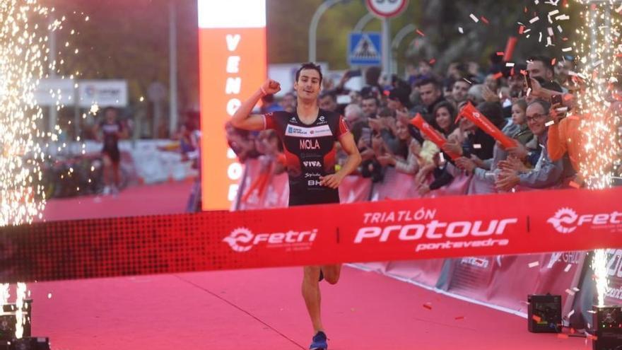 Mario Mola gana la primera edición del ProTour de triatlón