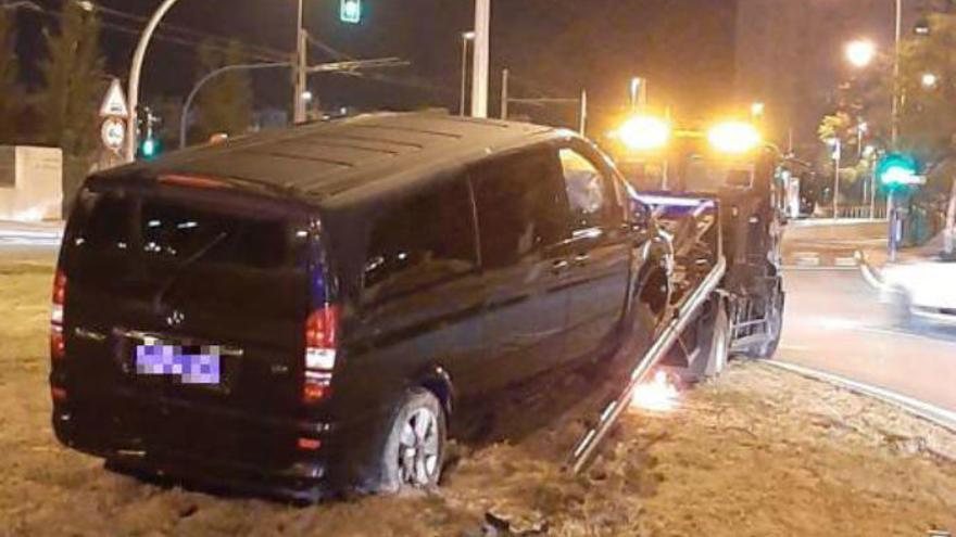 """Un conductor de Cabify, antes de empotrarse con una rotonda: """"Este viaje os va a salir gratis"""""""