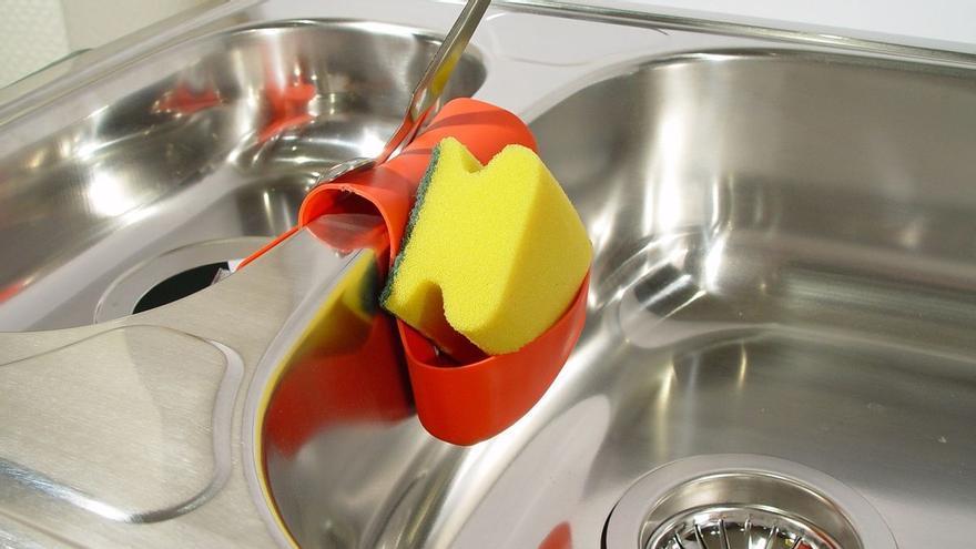 Este es el método casero con el que conseguirás desatascar el fregadero rápidamente