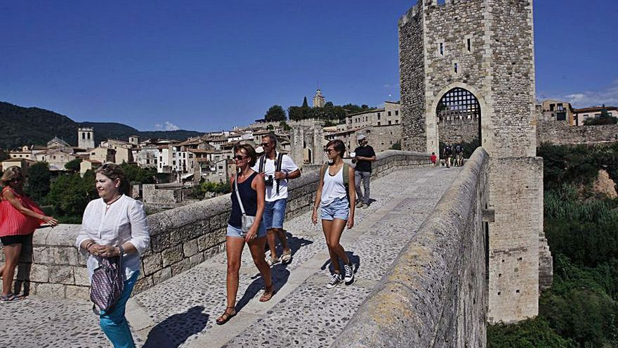 L'Ajuntament de Besalú exigeix una llei que els empari contra els «Free Tours»