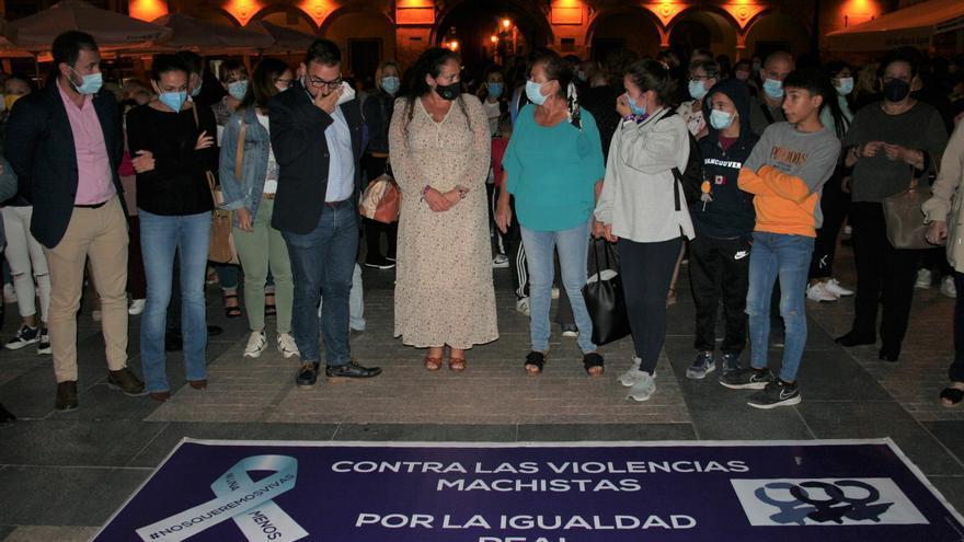 300 personas reclaman justicia por la muerte de Manoli en Lorca