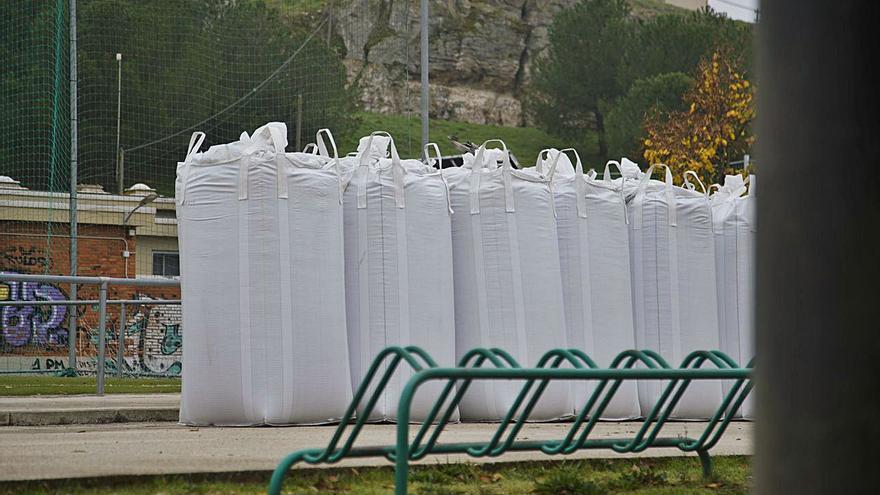 Todo preparado para las actuaciones de mejora de los campos de hierba artificial de Valorio
