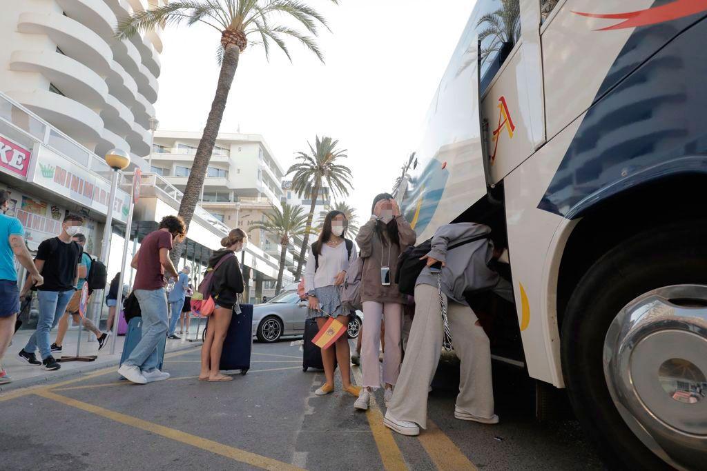 Los estudiantes confinados del brote de Mallorca salen hacia València