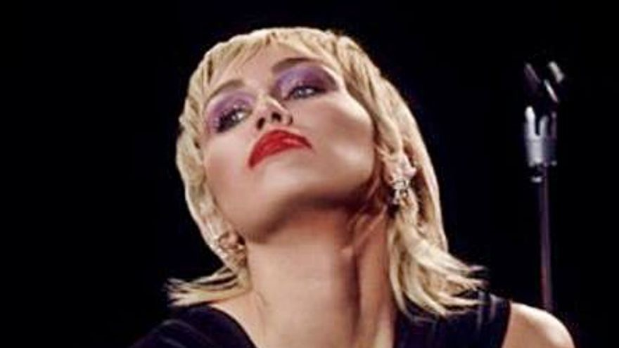 Miley Cyrus vuelve a la música como un ave fénix