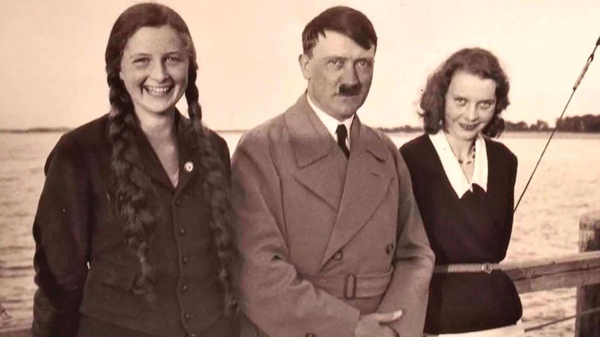 La serie aborda las parafilias más abominables de Adolf Hitler