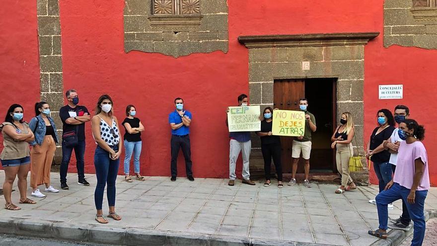Protesta en el colegio Fernando Guanarteme por la mezcla de cursos