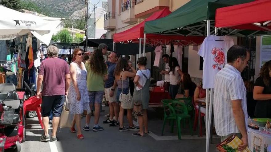 Éxito del VII Mercado Artesanal de La Torre de les Maçanes
