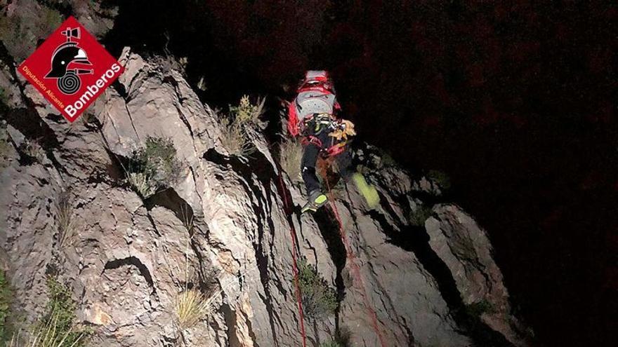 Ocho horas de rescate nocturno a dos escaladores en el Puig Campana
