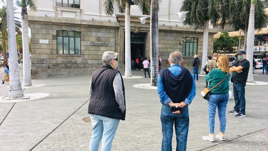 Correos entrega 656 kilos de comida a los bancos de alimentos de Canarias
