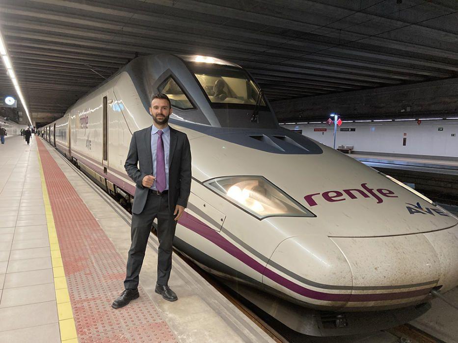 Sale el primer AVE a Madrid desde Orihuela con 15 murcianos a bordo